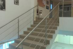 Rozsdamentes-inox-lépcsőkorlát-pálcás-Ceva-irodaház-1