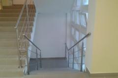 Rozsdamentes-inox-lépcsőkorlát-pálcás-Ceva-irodaház-3