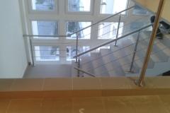 Rozsdamentes-inox-lépcsőkorlát-pálcás-Ceva-irodaház-4