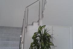 Üveges-rozsdamentes-inox-lépcsőkorlát-Ecser-irodaház-2