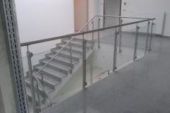 Üveges-rozsdamentes-inox-lépcsőkorlát-Ecser-irodaház-3