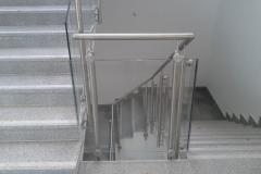 Üveges-rozsdamentes-inox-lépcsőkorlát-Ecser-irodaház-4