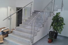 Üveges-rozsdamentes-inox-lépcsőkorlát-Ecser-irodaház-5