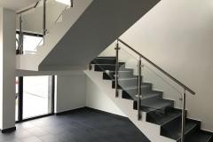 Üveges-rozsdamentes-inox-lépcsőkorlát-Győr-irodaház-1