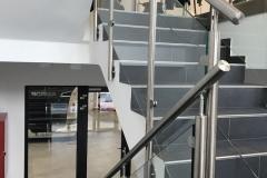 Üveges-rozsdamentes-inox-lépcsőkorlát-Győr-irodaház-6