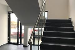 Üveges-rozsdamentes-inox-lépcsőkorlát-Győr-irodaház-7