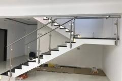 Üveges-rozsdamentes-inox-lépcsőkorlát-Székesfehérvár-irodaház-1