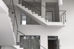 Üveges-rozsdamentes-inox-lépcsőkorlát-Székesfehérvár-irodaház-2
