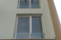 Üvegkorlát-rozsdamentes-inox-oszloppal-Gazdagrét-2