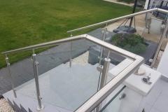 Üvegkorlát-rozsdamentes-inox-oszloppal-kapaszkodóval-12