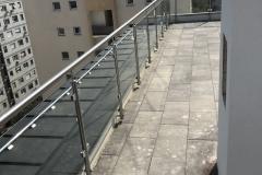 Üvegkorlát-rozsdamentes-inox-oszloppal-kapaszkodóval-14