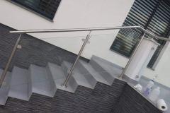 Üvegkorlát-rozsdamentes-inox-oszloppal-kapaszkodóval-15