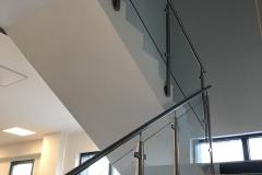 Üvegkorlát-rozsdamentes-inox-oszloppal-kapaszkodóval-38
