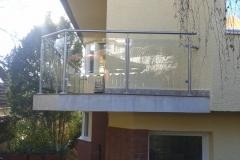 Üvegkorlát-rozsdamentes-inox-oszloppal-kapaszkodóval-5