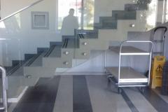 Üvegkorlát-pontmegfogással-U-profilos-lezárással-2