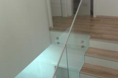 Üvegkorlát-pontmegfogással-U-profilos-lezárással-3